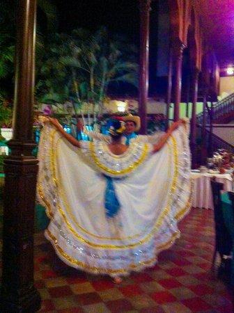 Restaurante El Tranvia: Folk Dancing