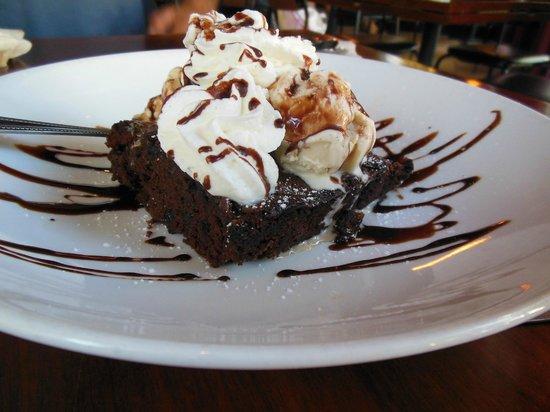 Paesano's: Brownie and ice cream
