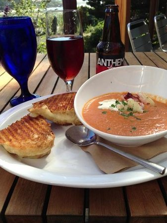 Ona Restaurant and Lounge: grilled cheese and tomato bisque with crab