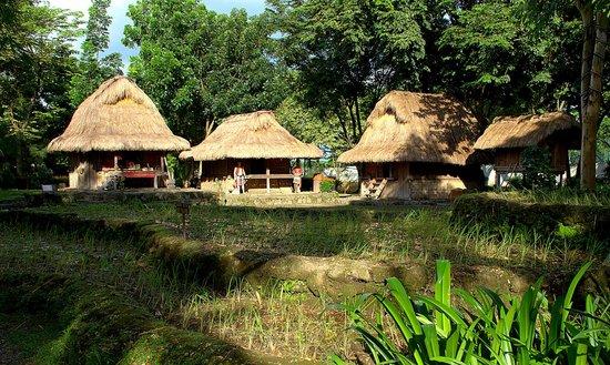 Nayong Pilipino Clark: Nipa Huts