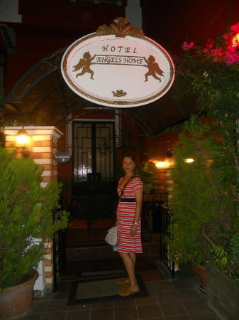 Angel's Home Hotel: наша улица :)