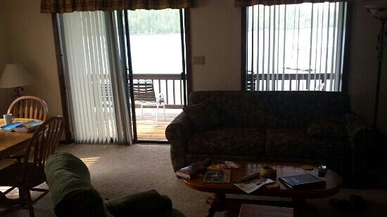 Pend Oreille Shores Resort : living room