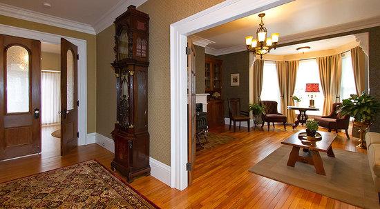Rayski Guest House: living room