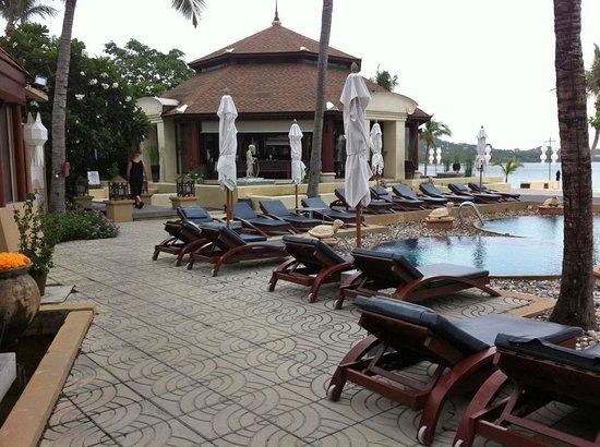 Pavilion Samui Villas & Resort: Pool / Restaurant Pavilion Area