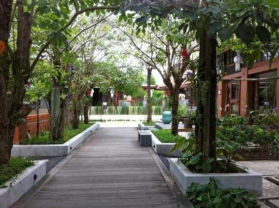 Pavilion Samui Villas & Resort: Resort Walkway