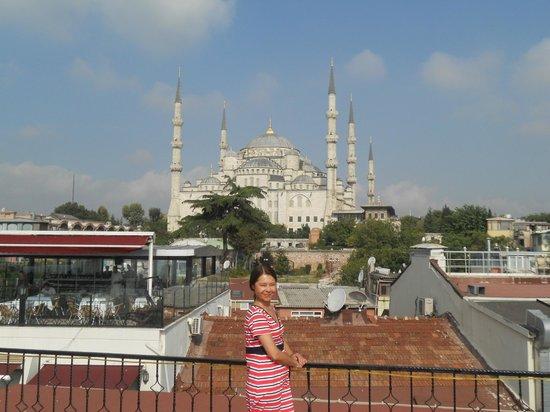 Angel's Home Hotel: вид с террасы голубая мечеть