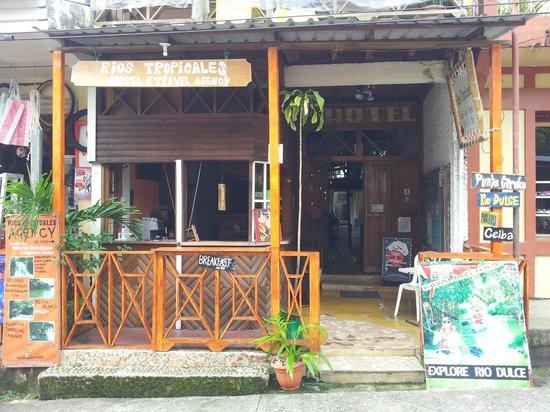 Hotel Rios Tropicales: Hotel front