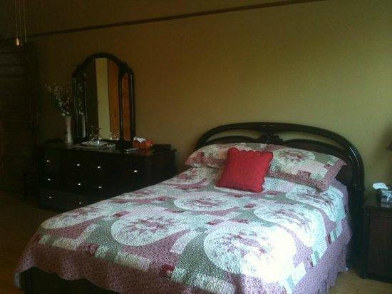 Le Petit Chateau : Une des chambres du Petit château Montebello