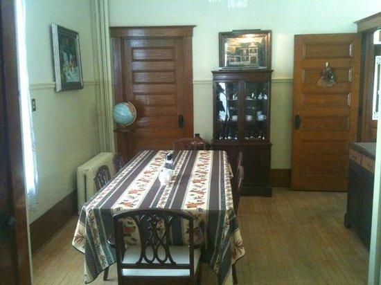 Le Petit Chateau : Salle à manger du Petit château Montebello