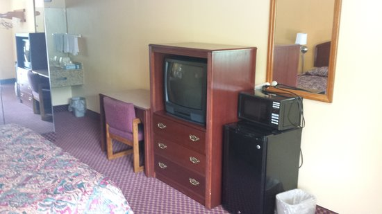 Econo Lodge Near Bluefield College: New Furniture