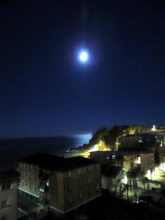 Sails Luxury Apartments: Ocean views