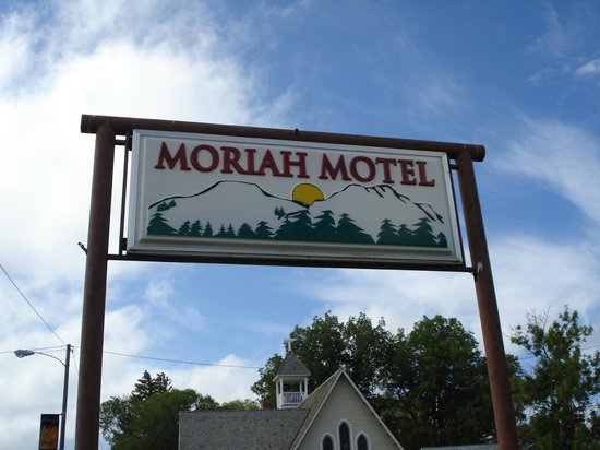 Moriah Motel: The sign.