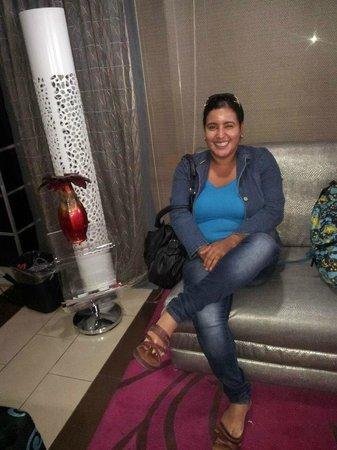 Metro Hotel Panama: Lobby del Hotel elementos decorativos contemporaneos