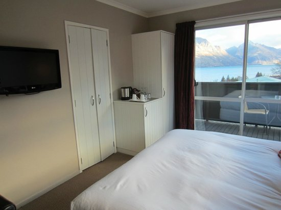 Chalet Queenstown: Stunning lake view and good in room amenity
