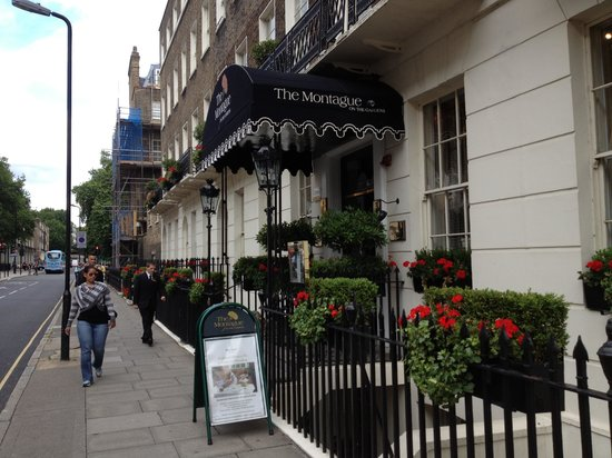 The Montague on The Gardens: the charming front entrance