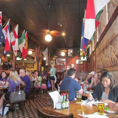 The Chimes Restaurant & Tap Room : Interior
