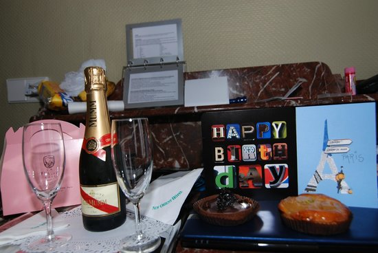 New Orient Hotel: Complimentary Champagne for Husband's 65th Birthday