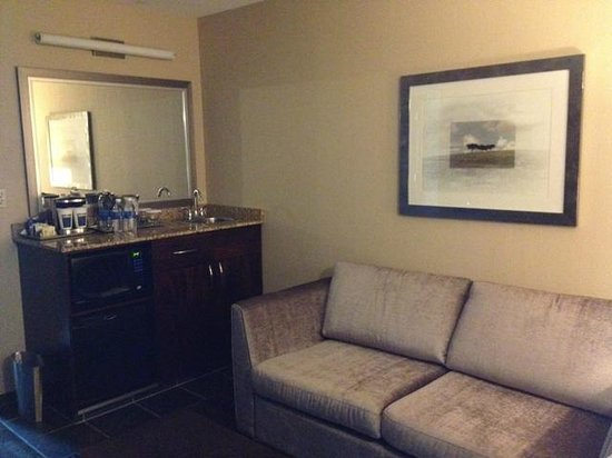 Hilton Winnipeg Airport Suites: separate living room space