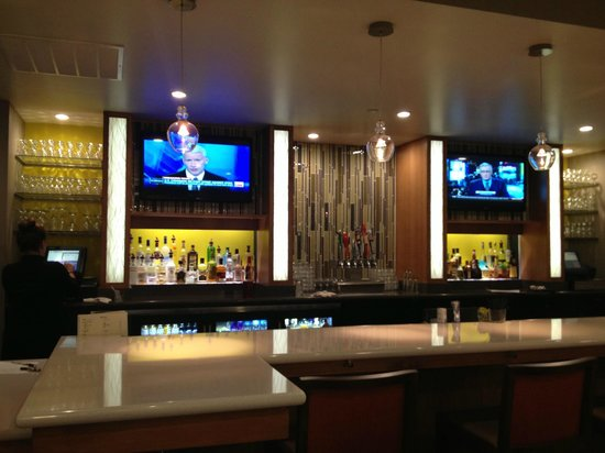 Holiday Inn Portland Airport (I-205) : Bar/restaurant View
