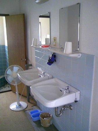 Hotel Matsuyama Hills Katsuyamahigashi: 共同浴場の洗面台