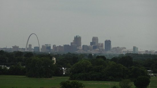 Cahokia Mounds State Historic Site : Mid level zoom of the St. Louis skyline from atop Monk's Mound.