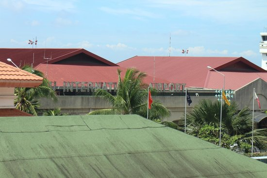 Waterfront Airport Hotel and Casino : the side I stayed is viewing cebu int'l airport