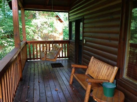 Smoky Cove Chalet and Cabin Rentals: porch and swing