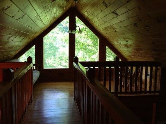 Smoky Cove Chalet and Cabin Rentals: loft