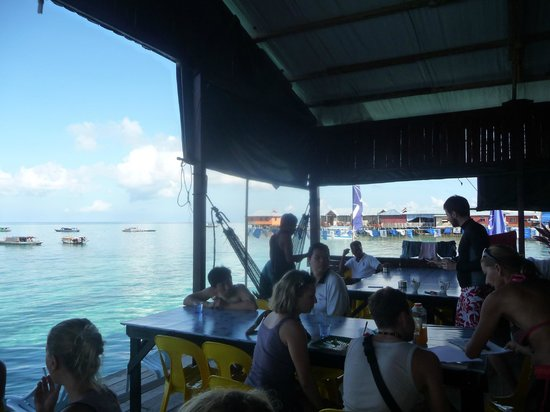 Mabul Backpackers : Social area