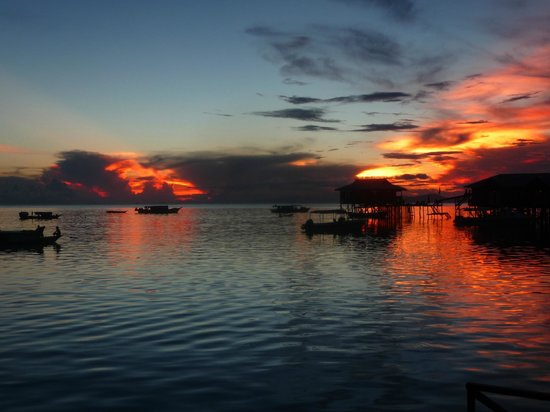 Mabul Backpackers : Awesome sunset