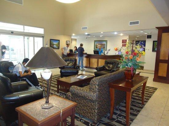 BEST WESTERN PLUS Pembina Inn & Suites: Lobby