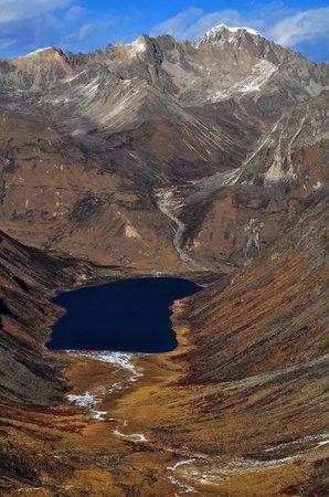 Lhamo Latso: 神湖本尊