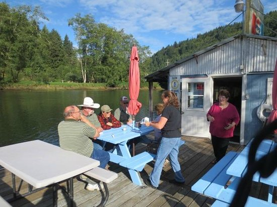 Jamie's Dockside Diner at Taylor's Landing: Outdoor dinning with owner, Jamie
