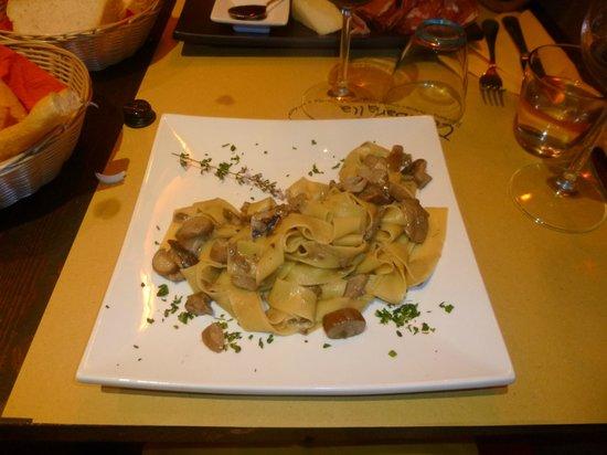 Osteria Tirabaralla: Papardelle with porcini