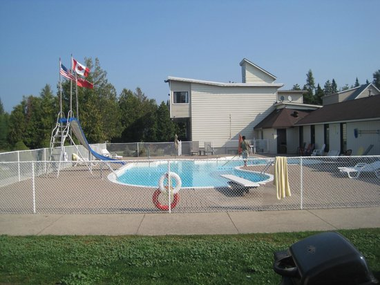 Sauble Beach Lodge: from parking lot