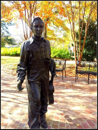 Elvis Presley Birthplace & Museum: Young Elvis