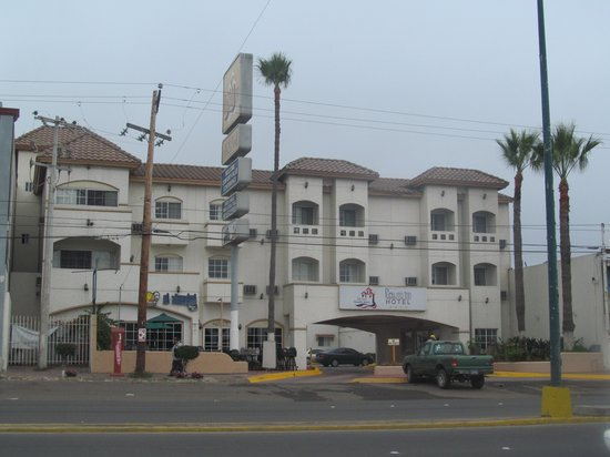 Pueblito Inn: from the street