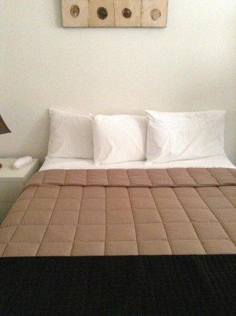 Waldorf Woolloomooloo Waters Apartments: Bed