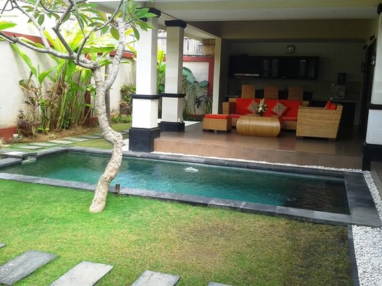 Tanjung Lima Villas: outdoor 2