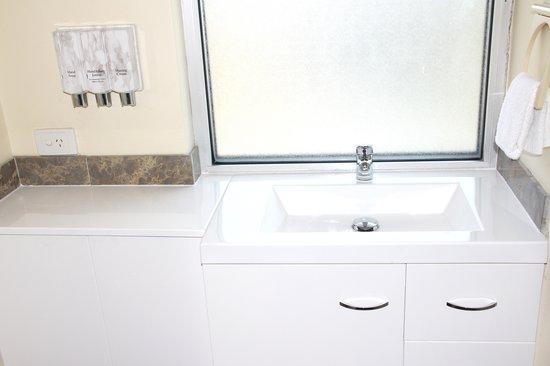 Hamilton Motor Inn : Bath room