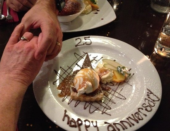 Triple 1 Five Restaurant: A special desert made for our anniversary - without asking!