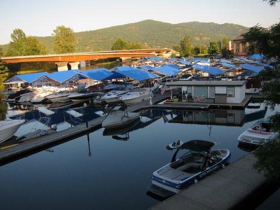 Spuds Waterfront Grill: The view of the marina
