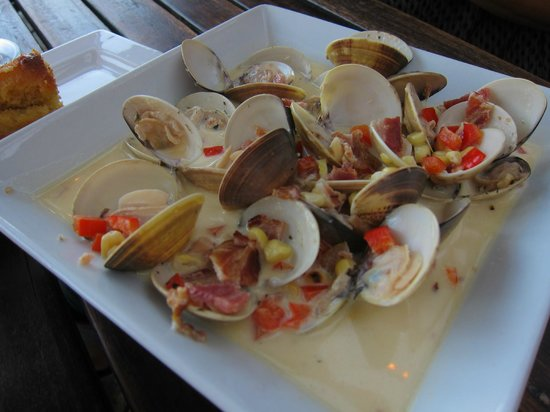 Spuds Waterfront Grill: Steamer clams