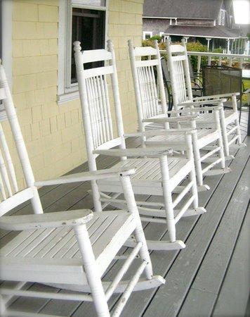 Admiral Dewey Inn: rocking porch