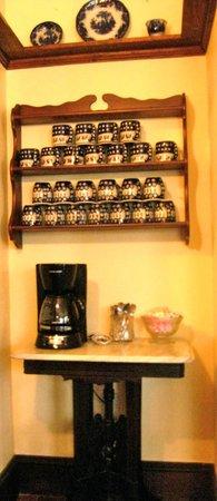 Admiral Dewey Inn: Coffee station
