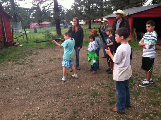 Bb gun fun for the kids foto di majestic dude ranch for Majestic ranch