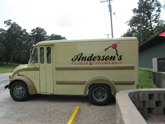 Anderson's Ice Cream and Cinnamon Rolls: How cute is this??