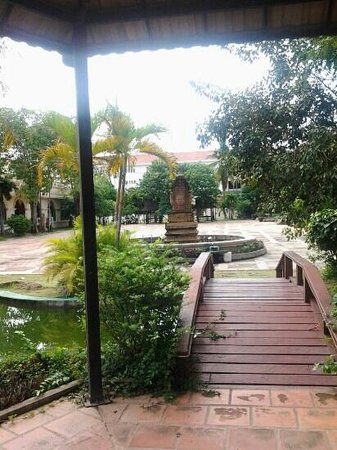 City Angkor Hotel: The hotel backyard