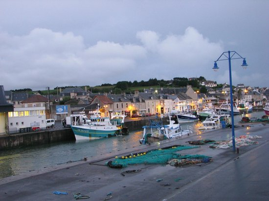 Ibis Bayeux Port en Bessin : Wonderful [albeit rainy] view from our room at this Ibis