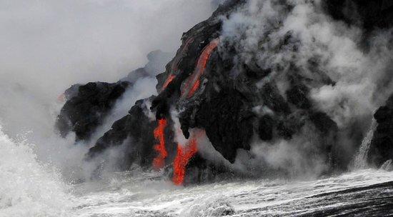 KUPAU Tours Inc.: Lava entering in the Ocean, Big Island Hawai'i